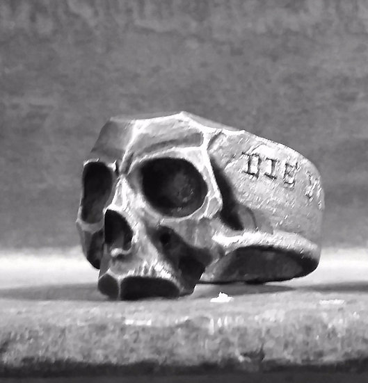 Die Young Skull Ring in Silver