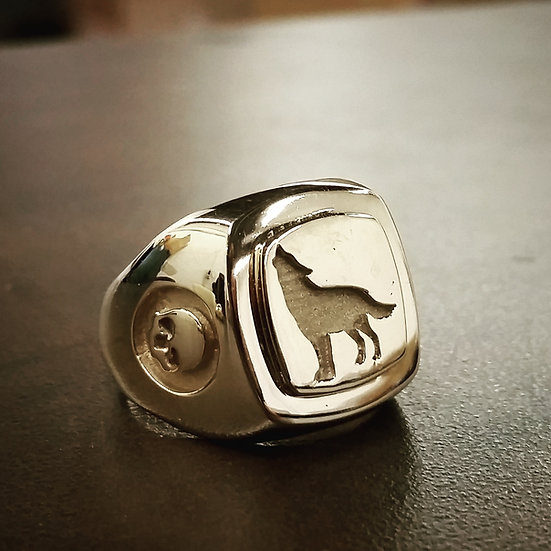Howling Wolf Skull Ring - Brass
