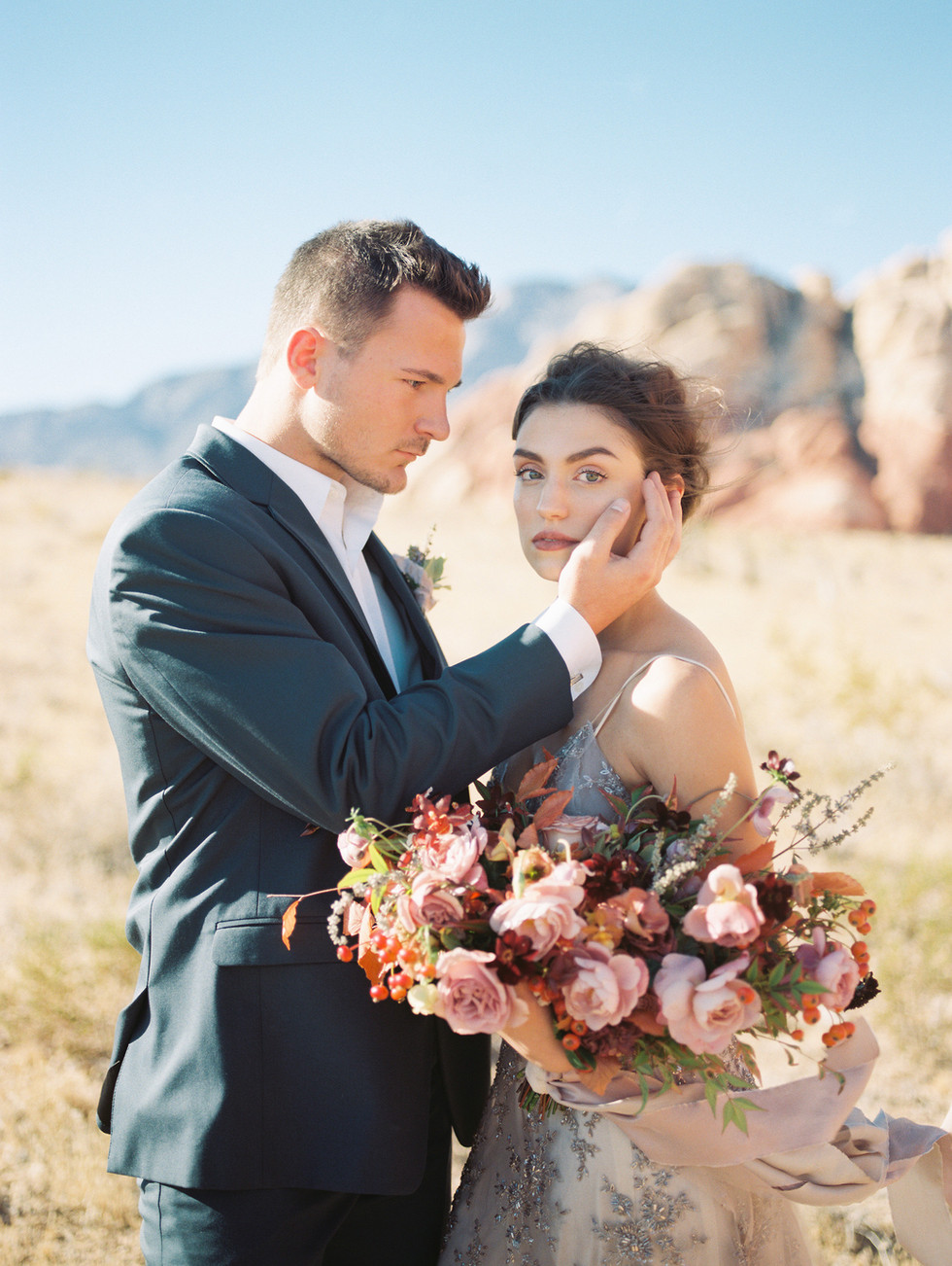 Las Vegas Elopement Inspiration at Red Rock Canyon-Featured on Grey Likes Weddings blog. Photo: Shannon Elizabeth