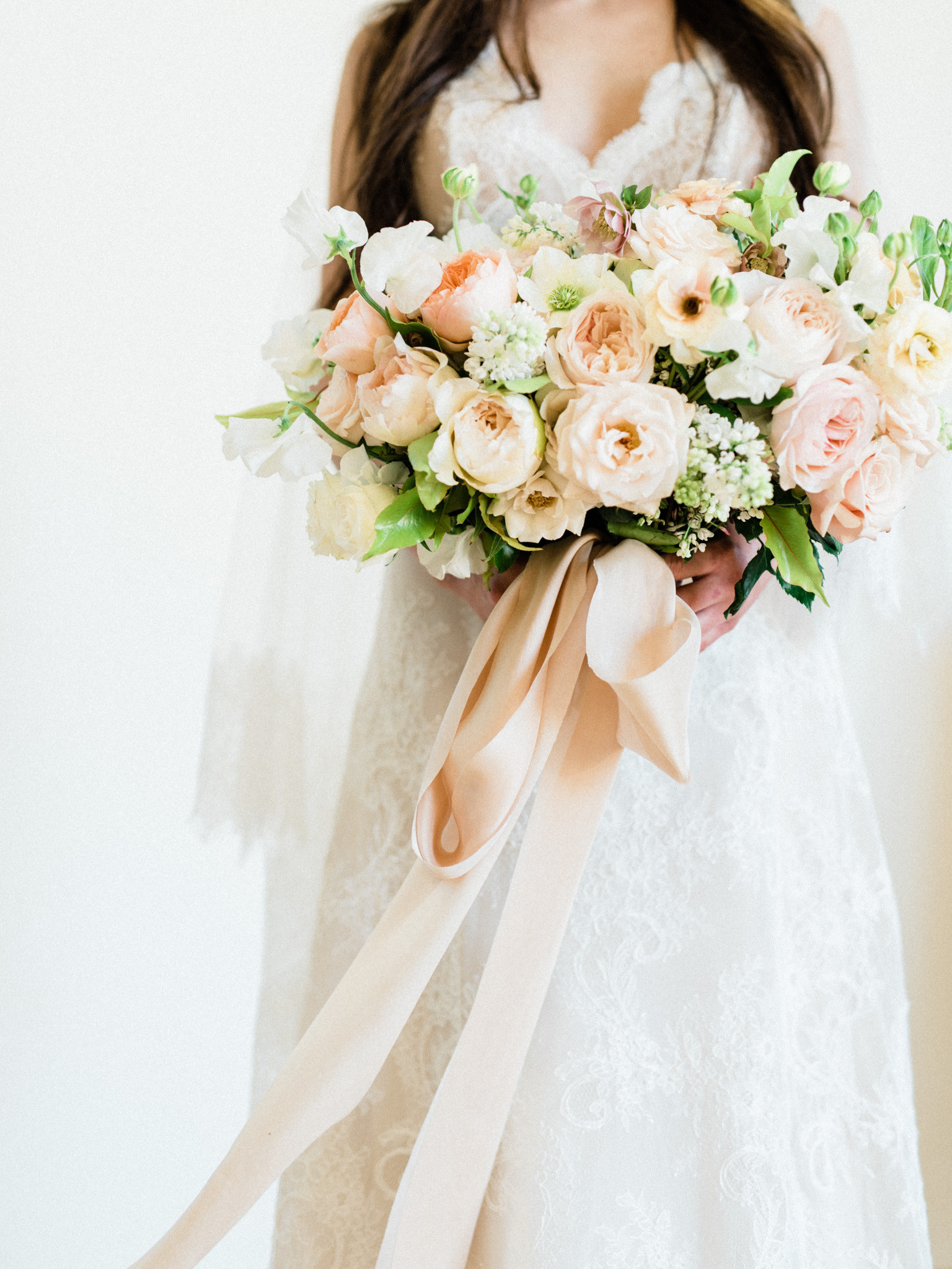 Spring bridal bouquet with garden roses, sweet pea, lilac and butterfly ranunculus. Photo: Kristen Kay