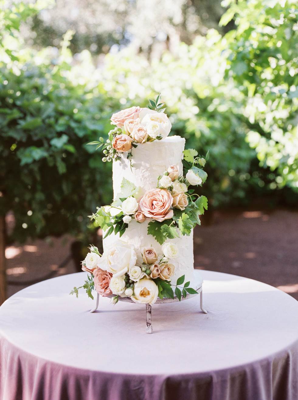 Garden foliage and blooms for wedding cake. Photo: Lianna Marie