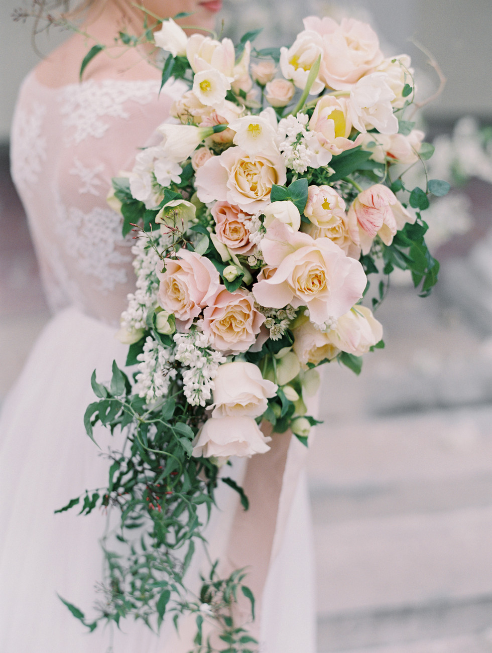 Cascading bridal bouquet in peach, blush and pale yellow. Photo: Gaby Jeter
