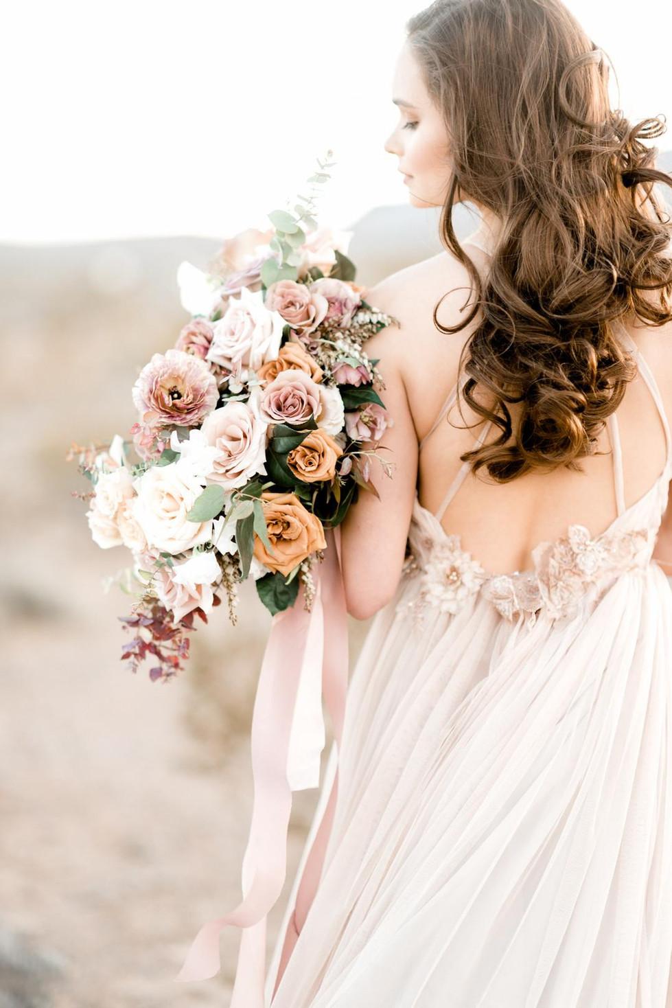 Dusty rose and mauve bouquet. Photo: Elizabeth Le