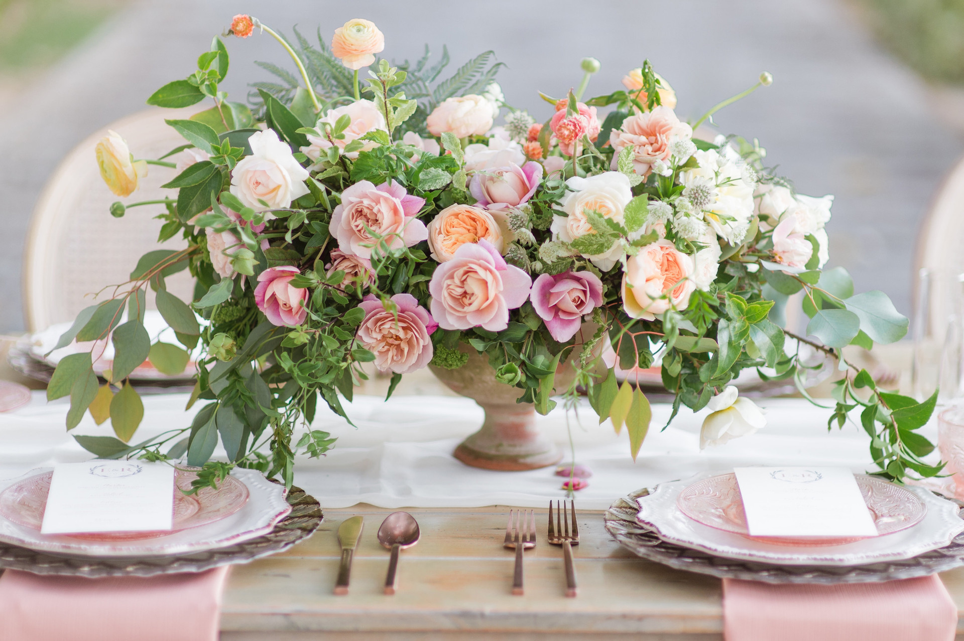 Garden-style centerpiece with ranunculus, garden roses, ferns and garden greenery. Photo: Chelsea Nicole