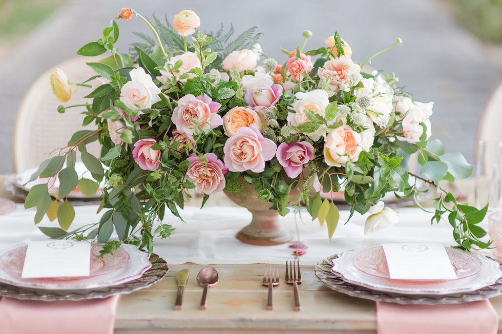 Garden-style centerpiece with ranunculus, garden roses, ferns and garden greenery. Photo: Chelsea Nicole