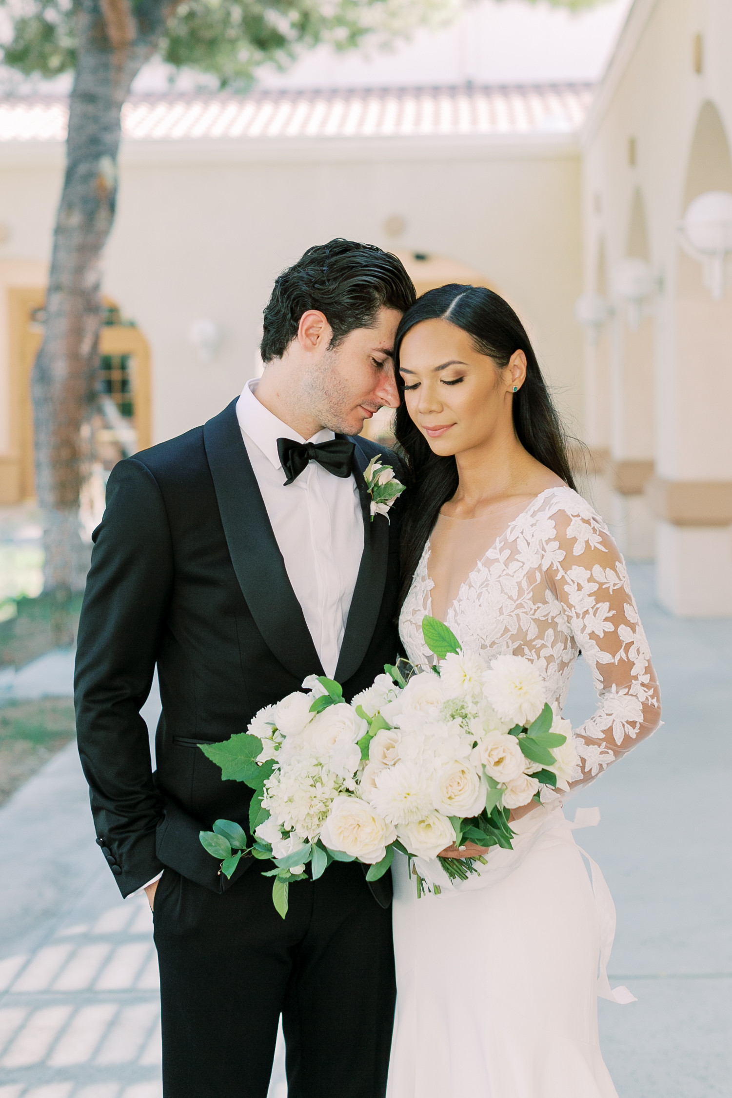 White and ivory bridal bouquet. Photo: Lianna Marie