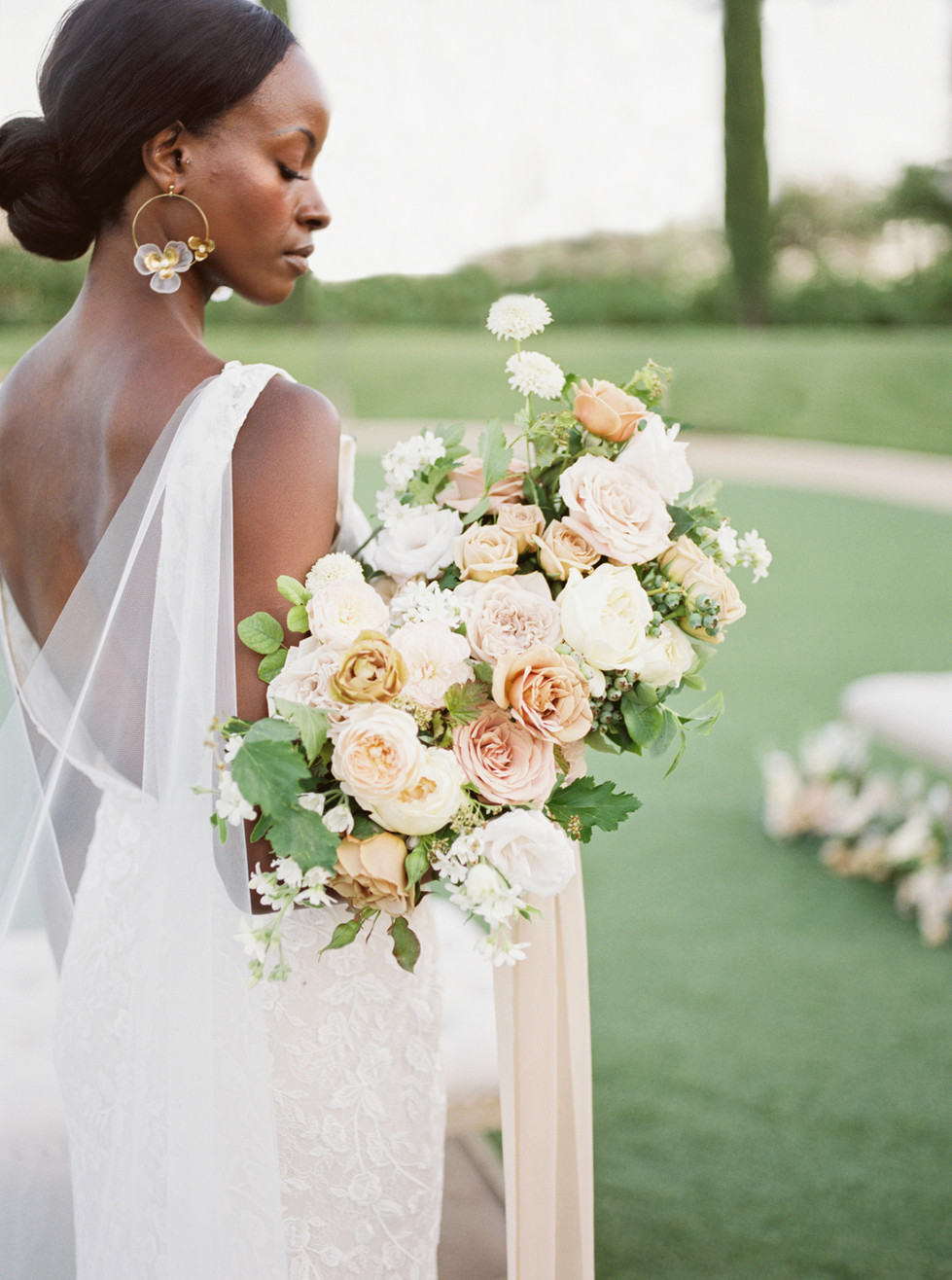 Dusty rose, taupe, and ivory bridal bouquet. Photo: Lianna Marie