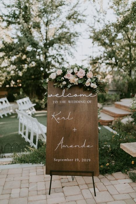Blush and white Welcome Sign florals.