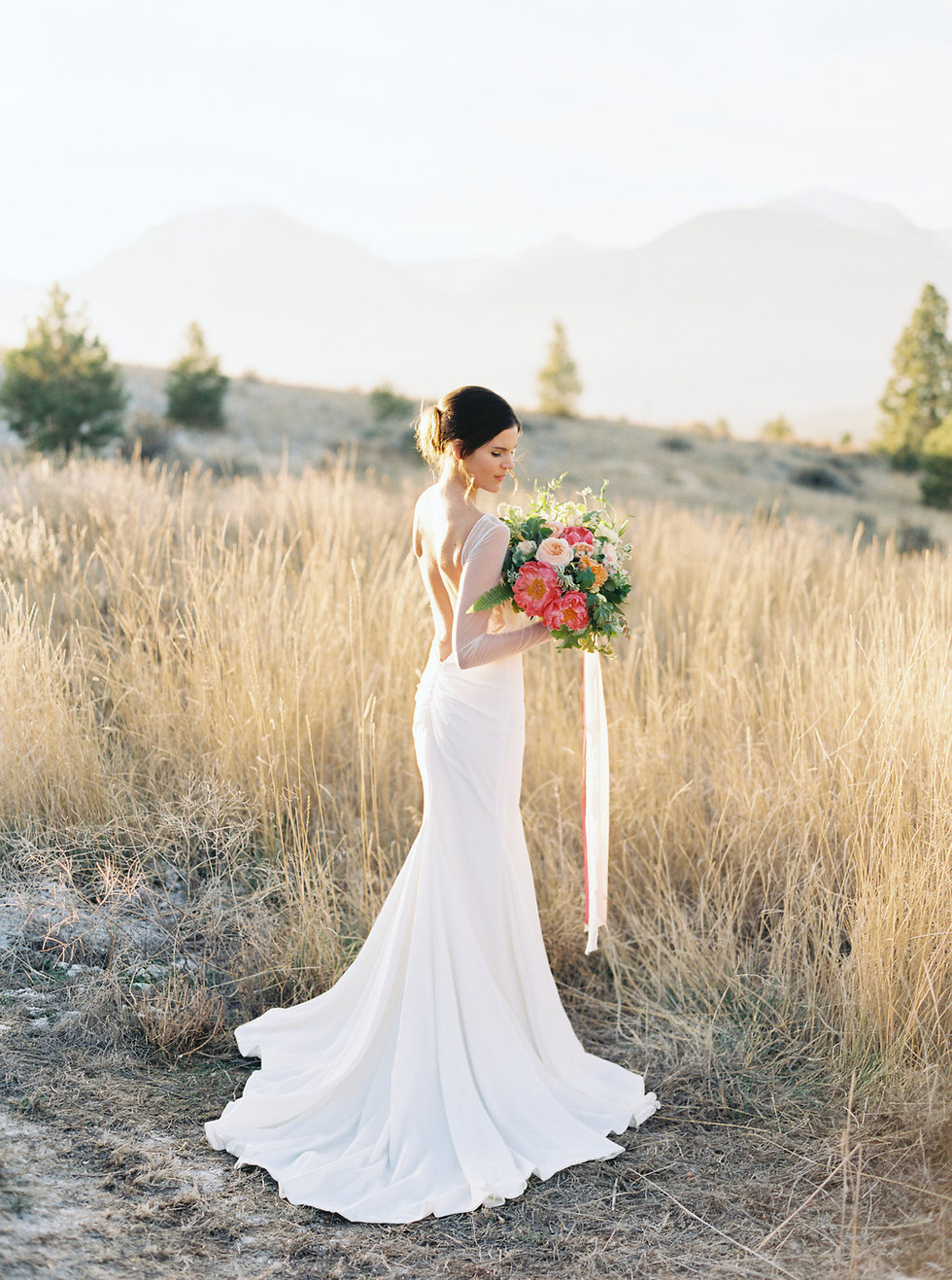 Montana bridal session featuring a beautiful Katie May wedding dress. Photo: Rebecca Hollis