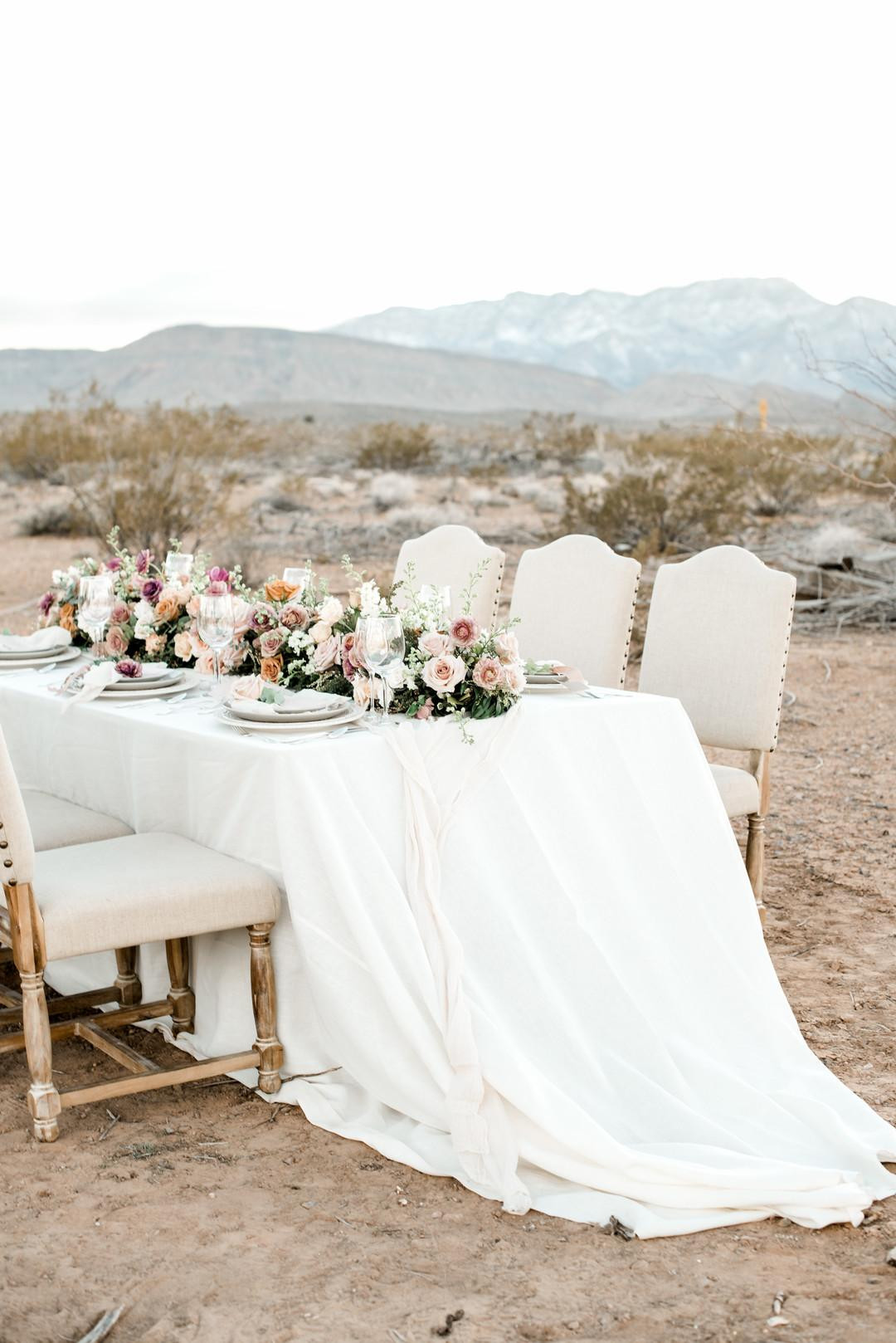 Table Garden in shades of mauve, dusty rose, blush, and toffee. Photo: Elizabeth Le
