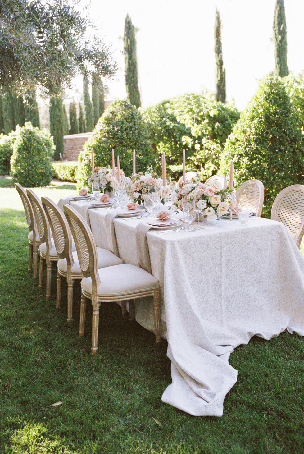 Dusty rose and taupe wedding at Green Valley Ranch Resort. Photo: Lianna Marie