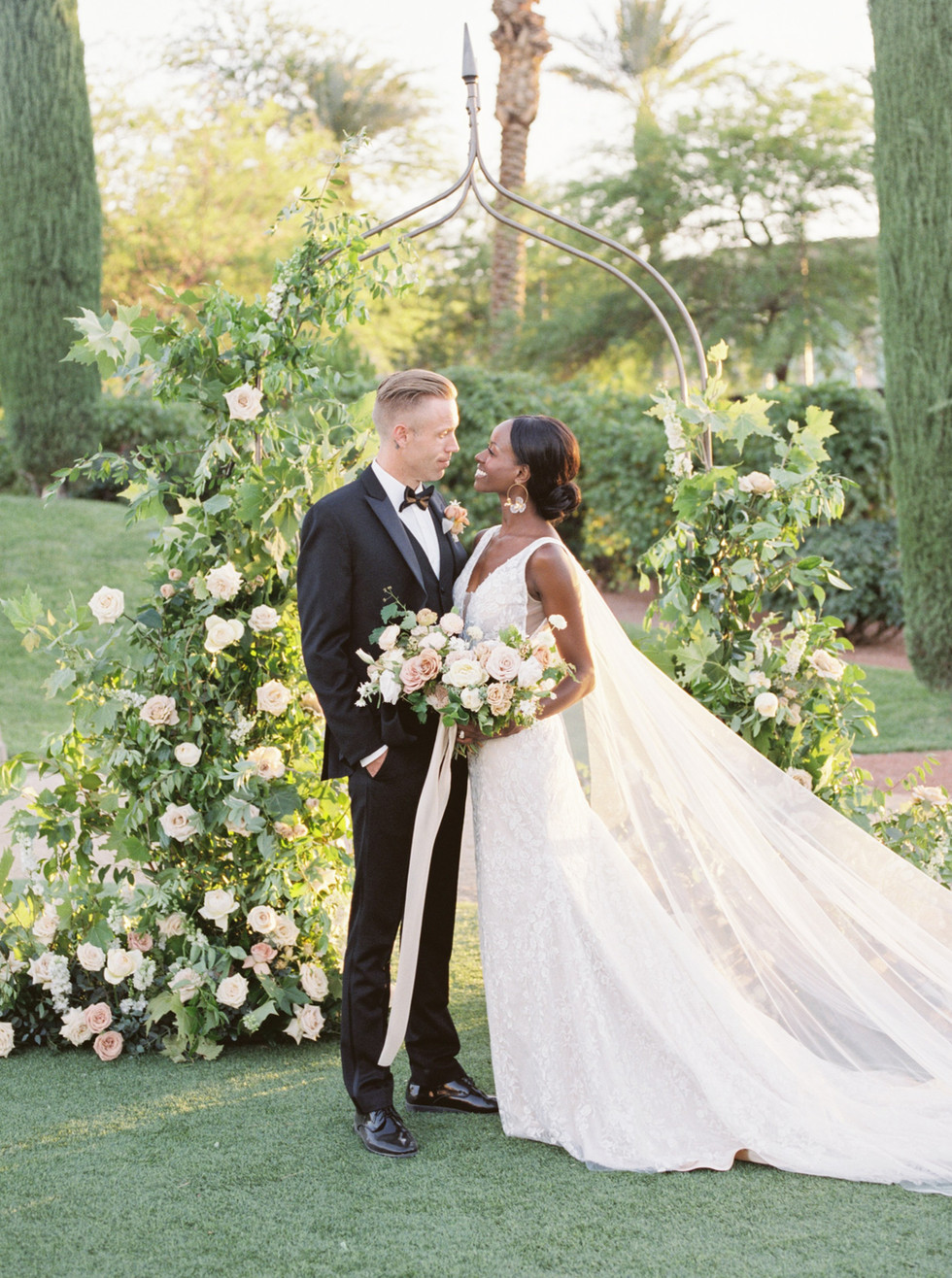 Dusty rose and blush wedding ceremony at Green Valley Ranch Resort. Photo: Lianna Marie