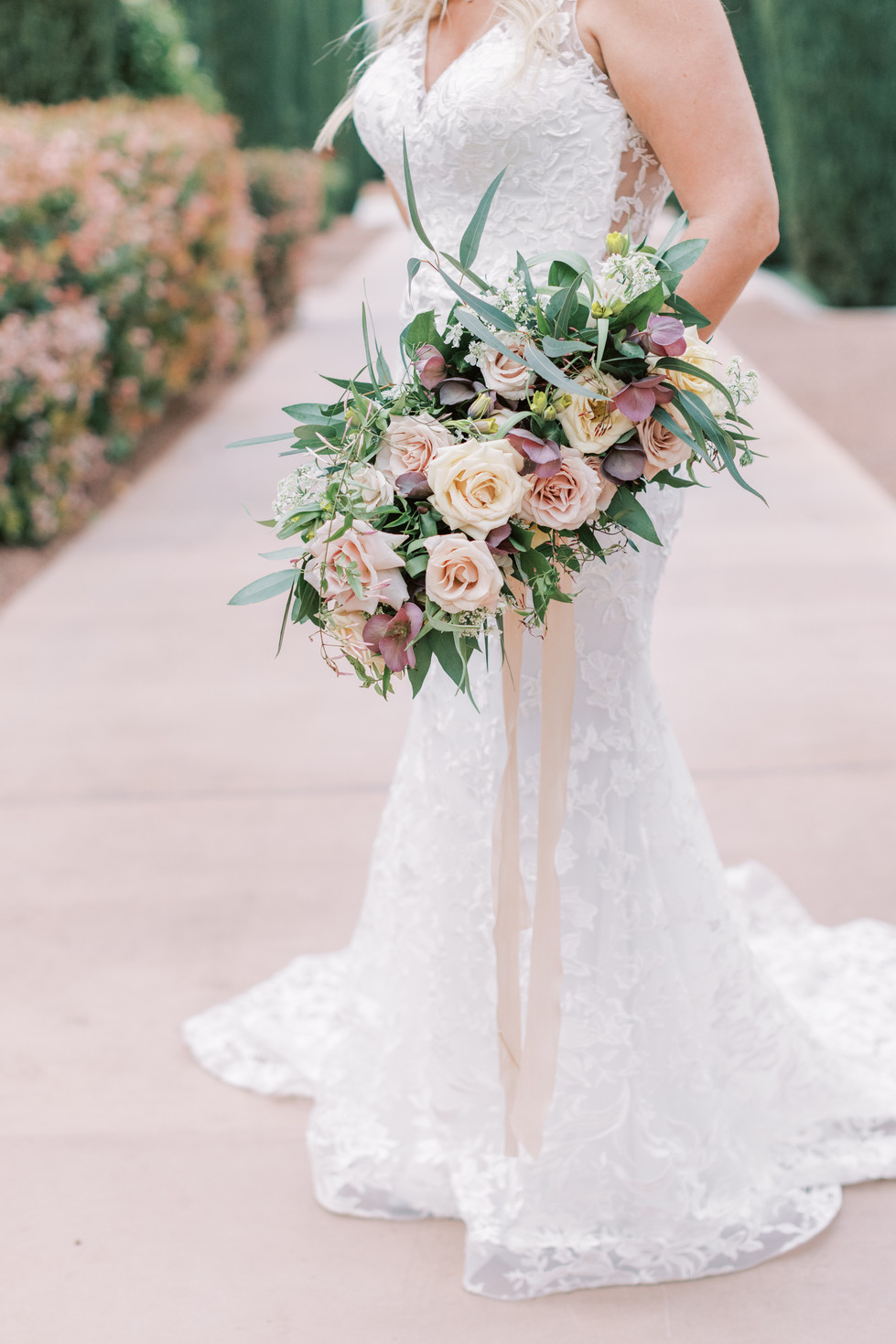 Dusty blush and ivory bridal bouquet. Photo: Lianna Marie