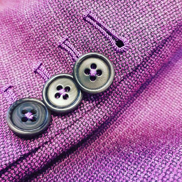 Monday Buttonholes 😊__#tailoring #bespo