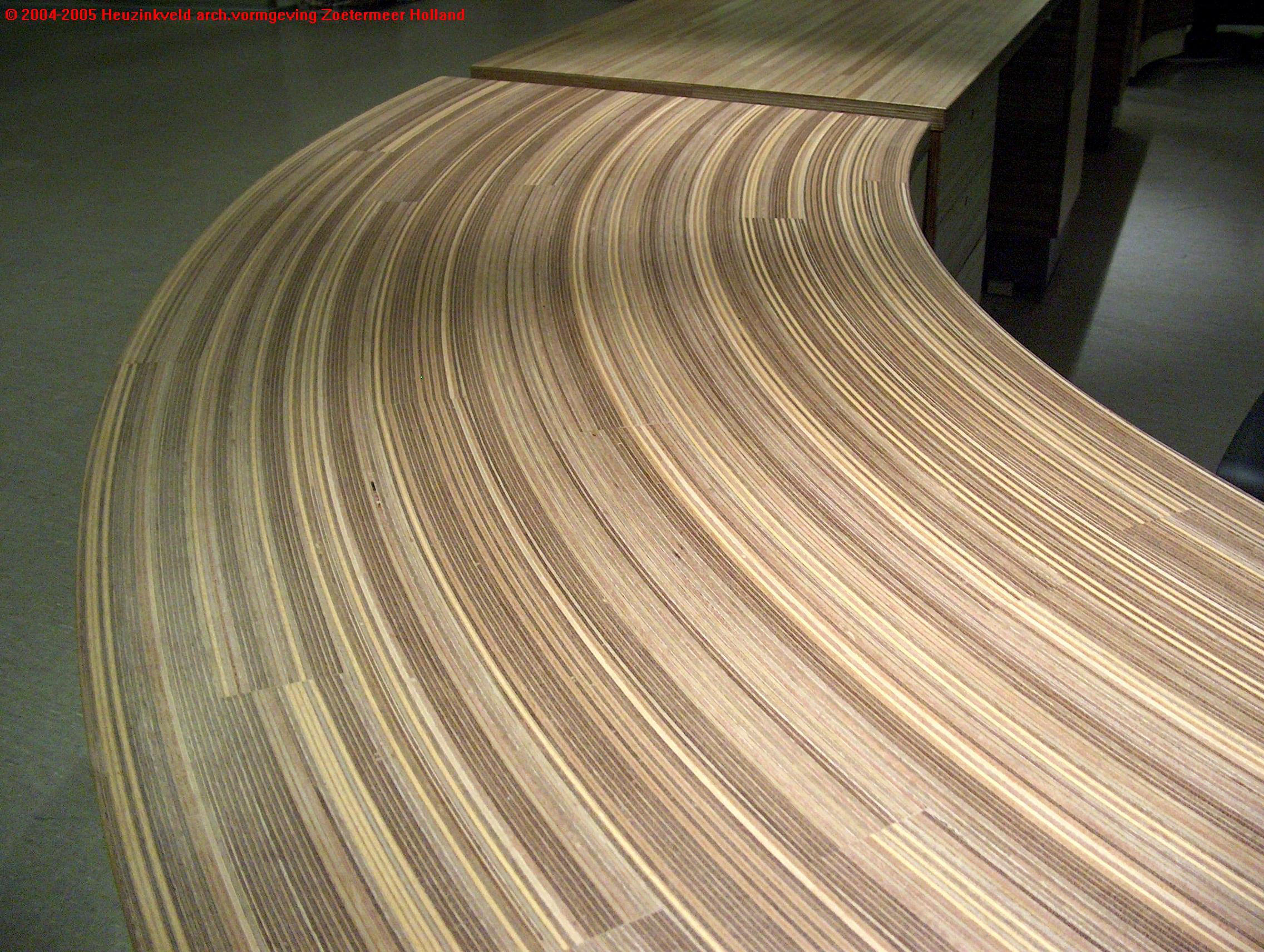 Detail gebogen plexwood