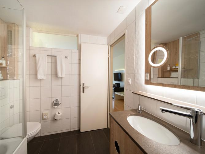 Hotel Spalentor Basel 704 Standard Doppelzimmer Badezimmer bathroom standard double room s