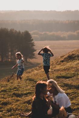 viaje a lituania, niños jugando