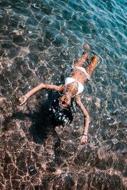 sarina en el mar
