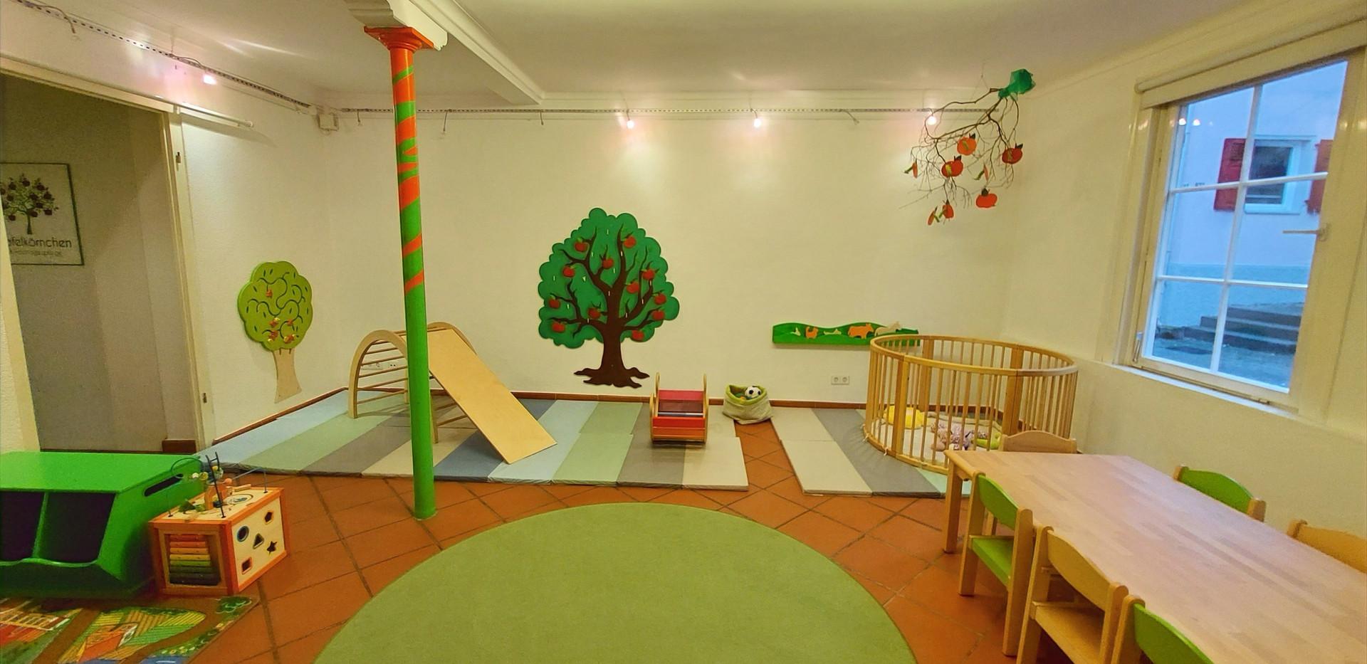 Spielzimmer mit Essbereich
