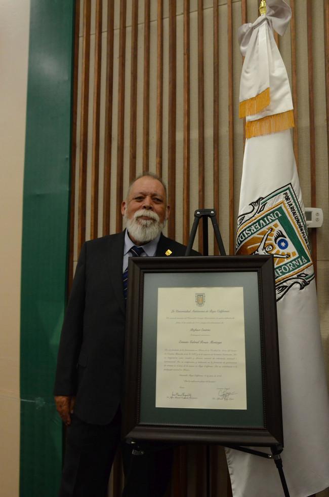 """Nombramiento en UABC de """"Profesor Emérito"""" al Dr. Ernesto Gabriel Rosas Montoya"""