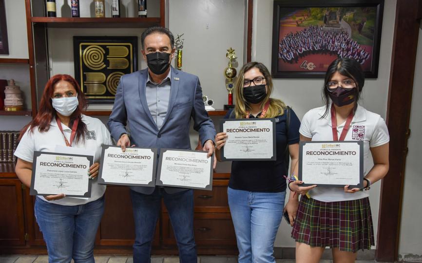 COBACH BC premió a los alumnos ganadores de los concursos de cuento, poesía y artes visuales