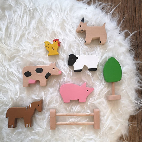 WOODEN ANIMAL FARM TOY SET