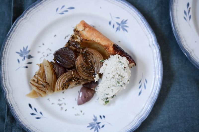 Tatin oignons, balsamique, ricotta végétale de tournesol | Primesautier