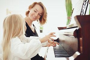 Lekcje gry na pianinie | Rozgłos - Gdyńska Akademia Dźwięku