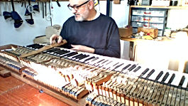 תיקון מכניקה פסנתר כנף.jpg