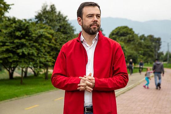 Carlos Fernando Galán, por el centro