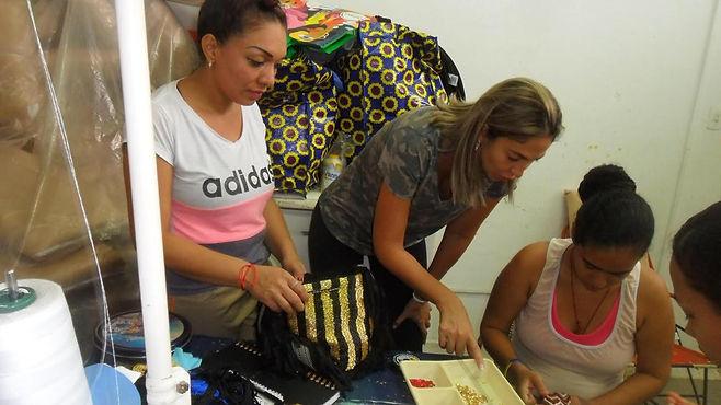 Reclusas en Bucaramanga, tejiendo la primera oportunidad que nunca han tenido
