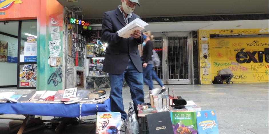 Pedro Lozano en las calles llenas de letras y tristezas.
