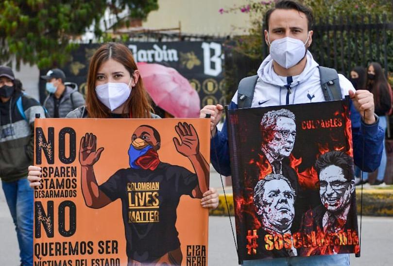 Los manifestantes reclamaron también al Gobierno que responda por la vida de quienes han fallecido desde el inicio del Paro Nacional, que, según la Defensoría del Pueblo, serían 24 personas, 17 de ellas en Cali.