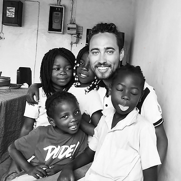 Al ritmo de baile, colombiano gana el amor de niños en África
