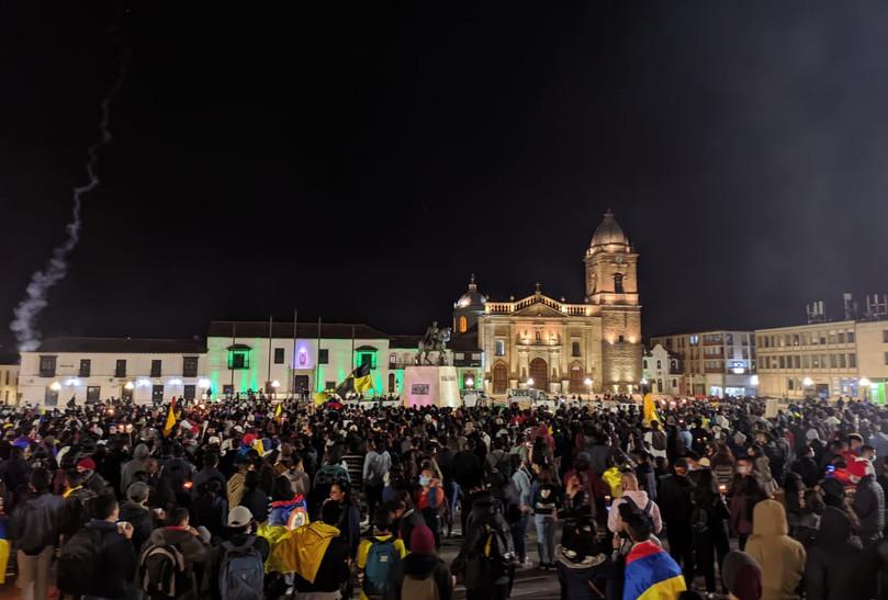La manifestación terminó hacia las 9:30 p. m, con la realización de una velatón junto con plantones que iniciaron desde la glorieta principal de Tunja hasta la Plaza de Bolívar, en donde participaron varios estudiantes de la Universidad Pedagógica y Tecnológica de Colombia (UPTC).