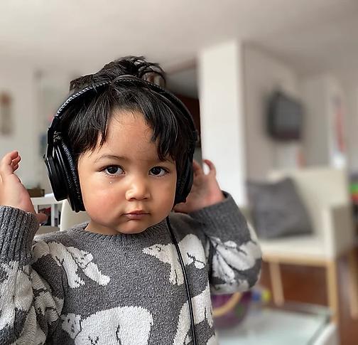 niño-audifonos