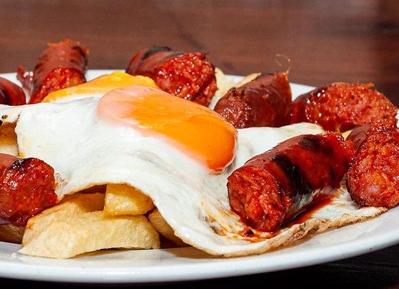 Huevos rotos con chistorras