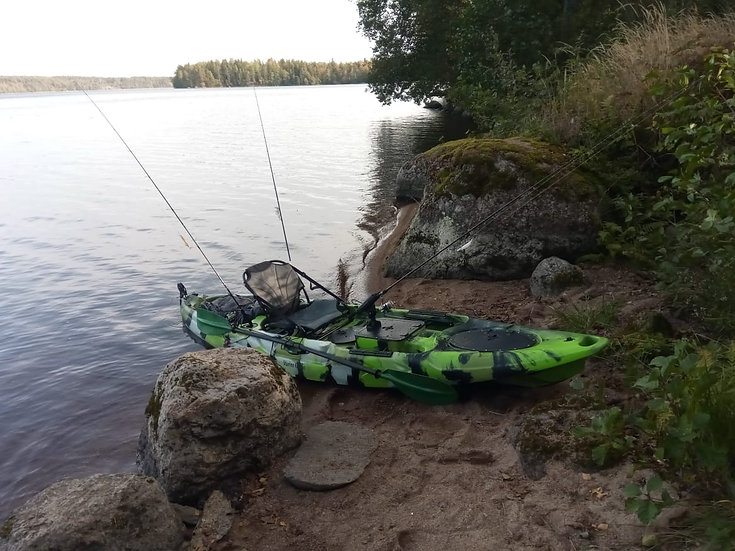 Каяк одноместный для рыбалки, охоты FisermanLife Marine Kayaks Fisher