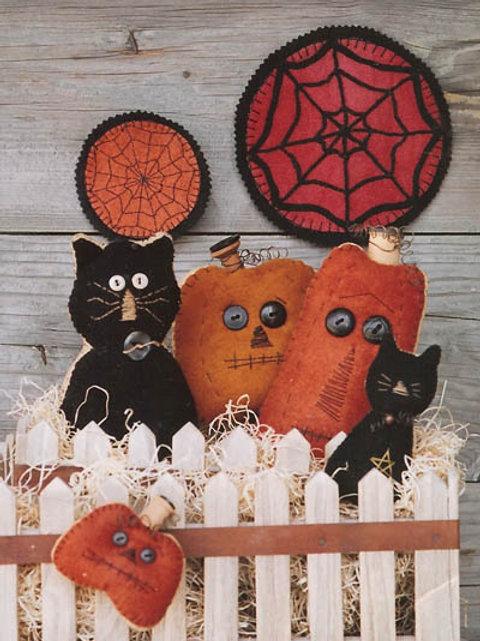 WSD126 - Black Cat, Orange Pumpkin