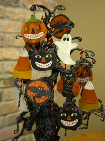 BMB22 - Sweet & Spooky Wool Ornaments