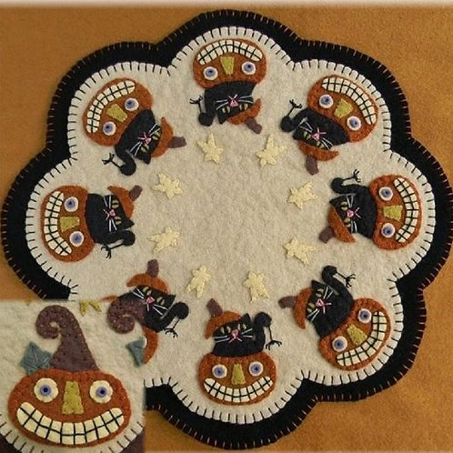 PLP160  Boo! Penny Rug Candle Mat
