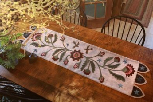 PRI 465 Prairie Rose Table Runner