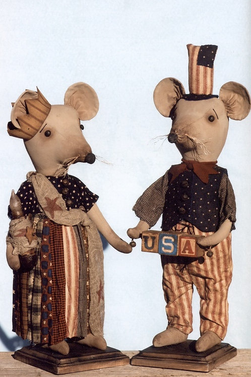 HHF412 - Standing Country Mouse