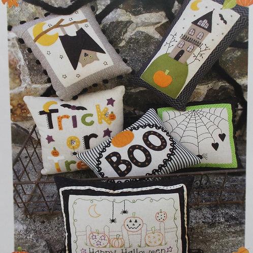 BR235 - Little Halloween Pillows