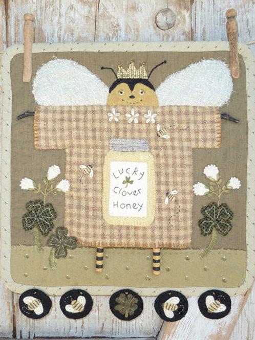 HTH396 Clothesline Clover Bee