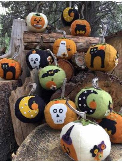 BR236 - EEK! SPOOKS! Stuffed Pumpkins