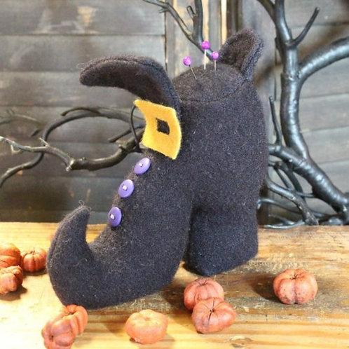 CWC638 - Witch Shoe Pin Keep