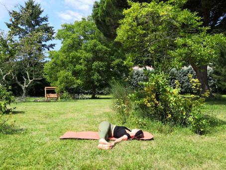 7 postures de yoga pour votre été