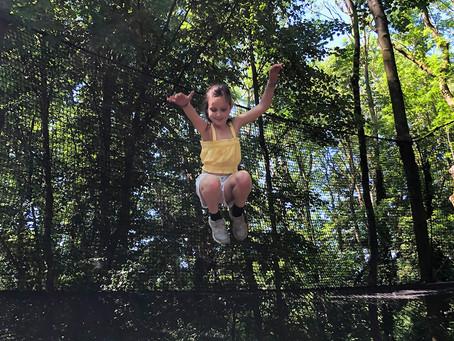 Trampoline dans les arbres à l'Ecopark Adventures de Tournai