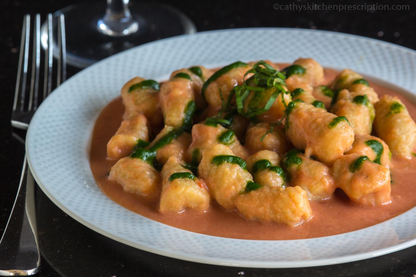 Gnocchi di Patate con Salsa Rosa